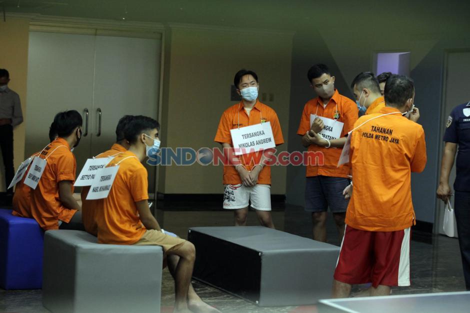 9 Tersangka Pesta Seks Gay Jalani Rekonstruksi di Polda Metro Jaya-0