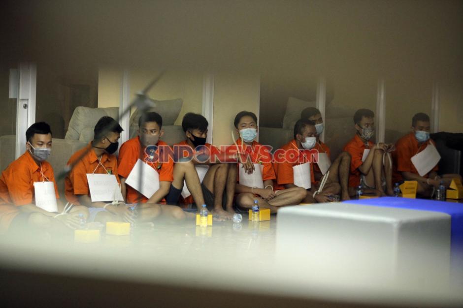9 Tersangka Pesta Seks Gay Jalani Rekonstruksi di Polda Metro Jaya-1