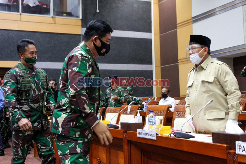 Kenakan Masker dan Face Shield, Menhan Prabowo Hadiri Raker dengan Komisi I DPR-0