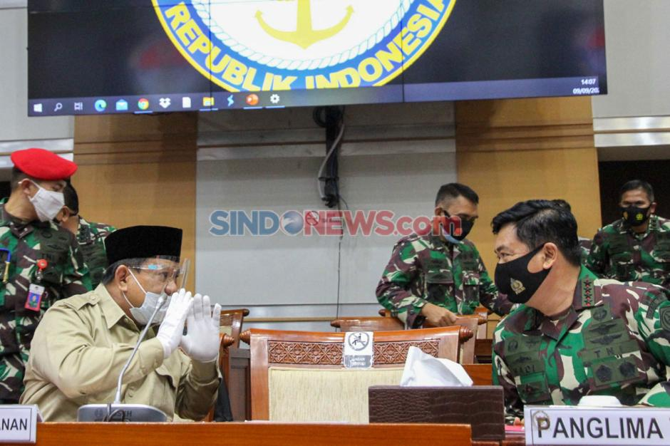 Kenakan Masker dan Face Shield, Menhan Prabowo Hadiri Raker dengan Komisi I DPR-2