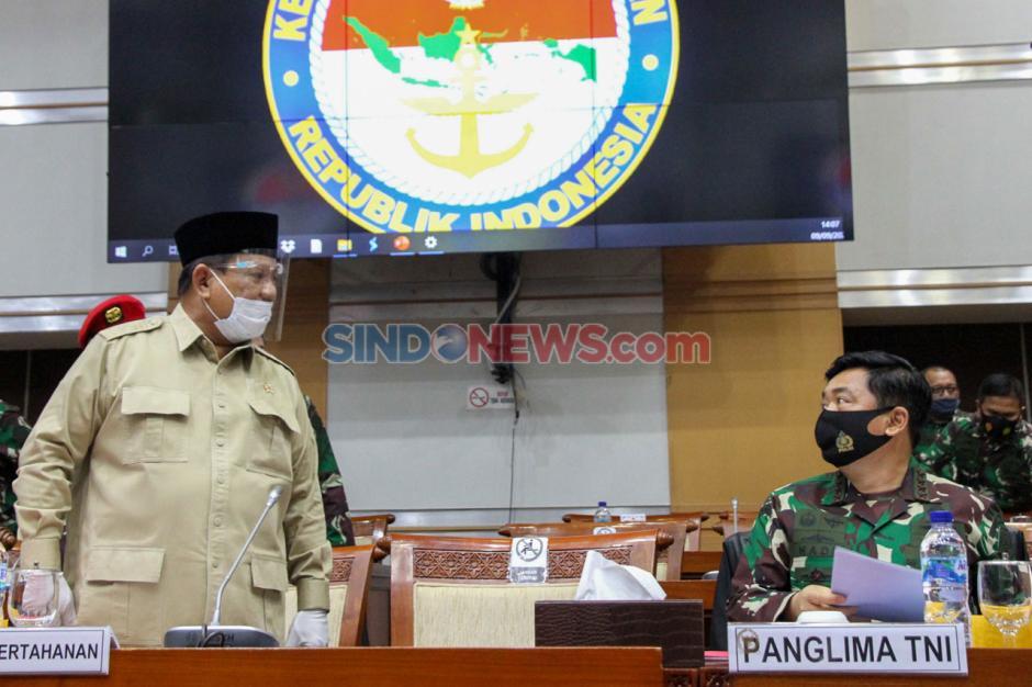 Kenakan Masker dan Face Shield, Menhan Prabowo Hadiri Raker dengan Komisi I DPR-1