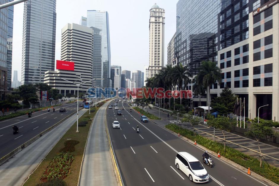 Hari Pertama PSBB Total Jakarta, Jalan Sudirman Lancar di Jam Sibuk-2