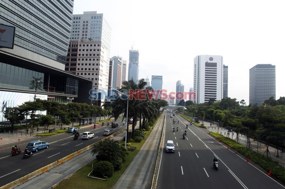 Hari Pertama PSBB Total Jakarta, Jalan Sudirman Lancar di Jam Sibuk-0