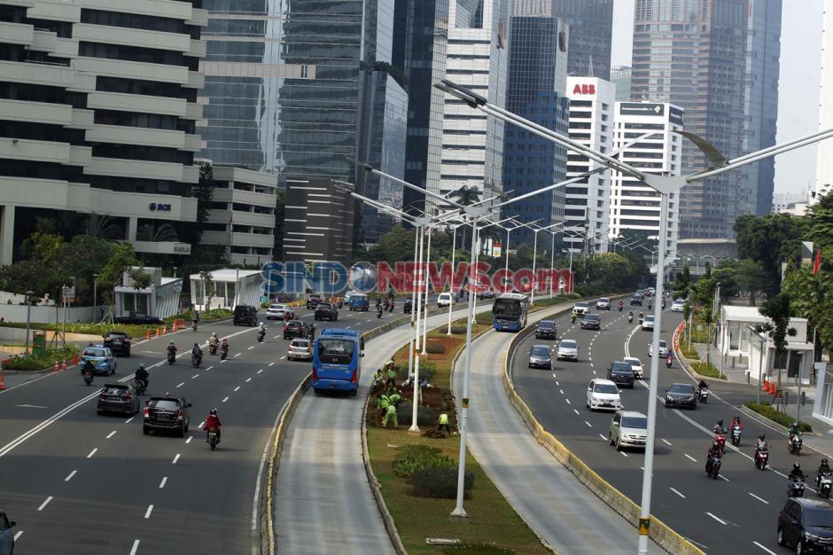 Hari Pertama PSBB Total Jakarta, Jalan Sudirman Lancar di Jam Sibuk-1