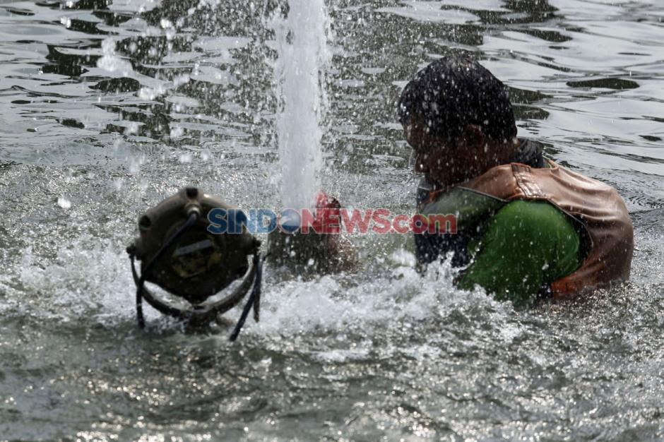 Perawatan Kolam Air Mancur Bundaran HI-2