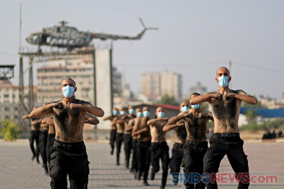 Palestina Gelar Latihan Anggota Polisi Baru di Tengah Pandemi-4
