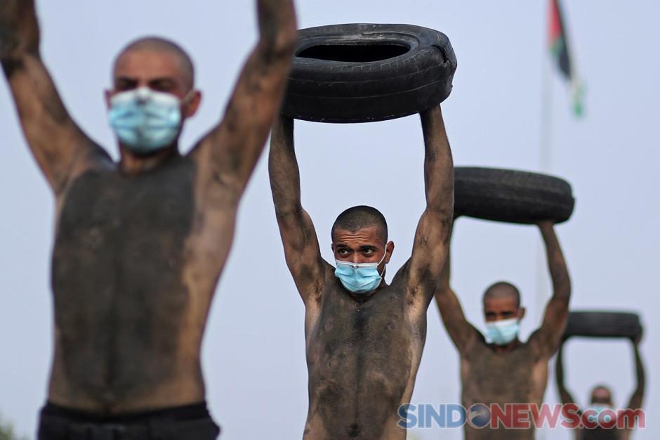 Palestina Gelar Latihan Anggota Polisi Baru di Tengah Pandemi-3
