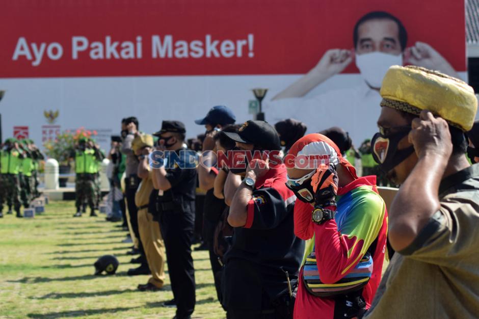 Tekan Penularan Covid-19, Komisi III DPR RI-Polda Jateng Bagikan 36.000 Masker-6