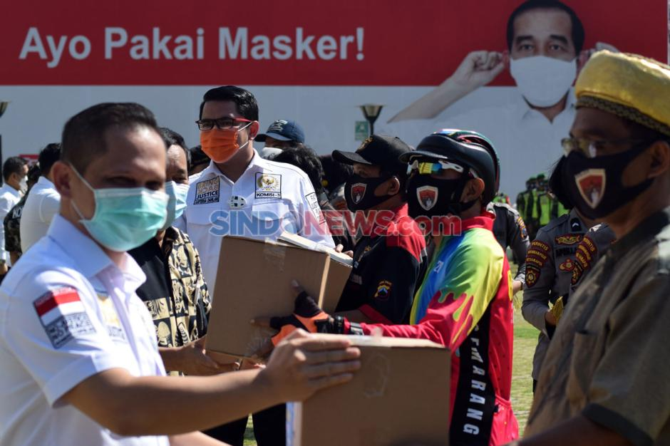Tekan Penularan Covid-19, Komisi III DPR RI-Polda Jateng Bagikan 36.000 Masker-1