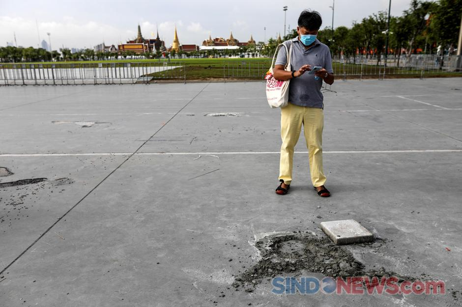Plakat Demonstran Yang Ditanam Dekat Istana Thailand Hilang-1