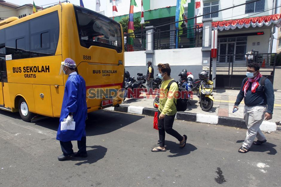 Alih Fungsi Bus Sekolah untuk Evakuasi Pasien Covid-19-3