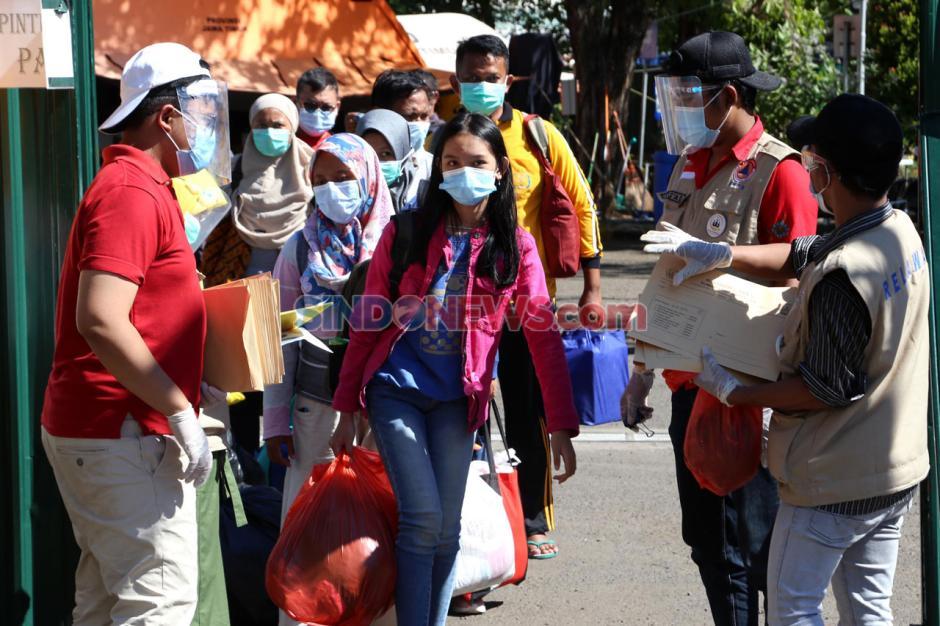 Penyintas Covid-19 Jalani Wisuda di Rumah Sakit Lapangan-2