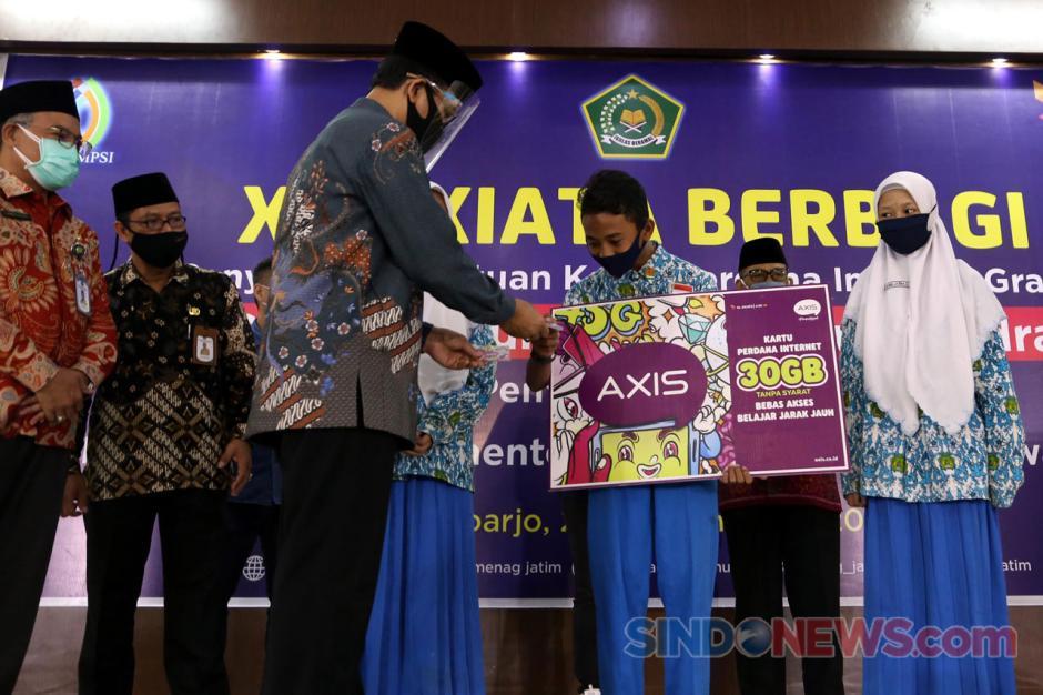 XL Axiata Serahkan Bantuan Kartu Perdana Internet Gratis Untuk Siswa dan Guru Madrasah-2
