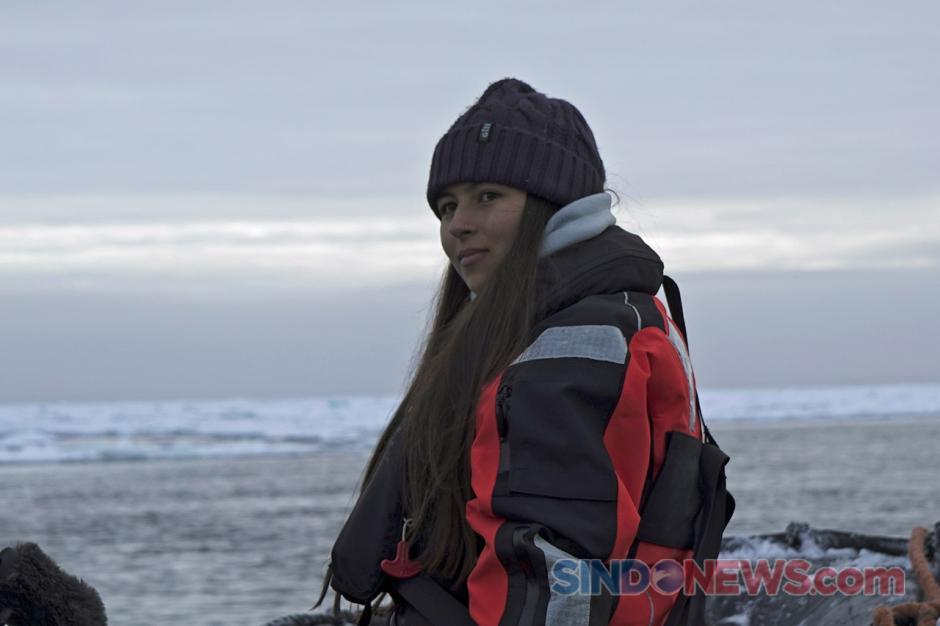 Aktivis Remaja Unjuk Rasa Seorang Diri di Atas Bongkahan Es Kutup Utara-2