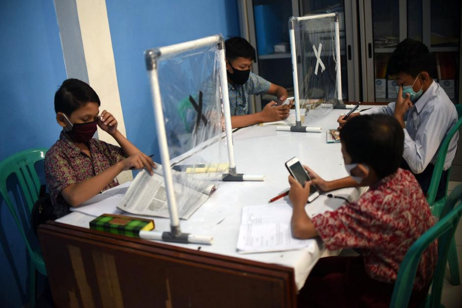 Dampak Pandemi Covid-19, Pelajar Ikuti PJJ di Balai Warga-4