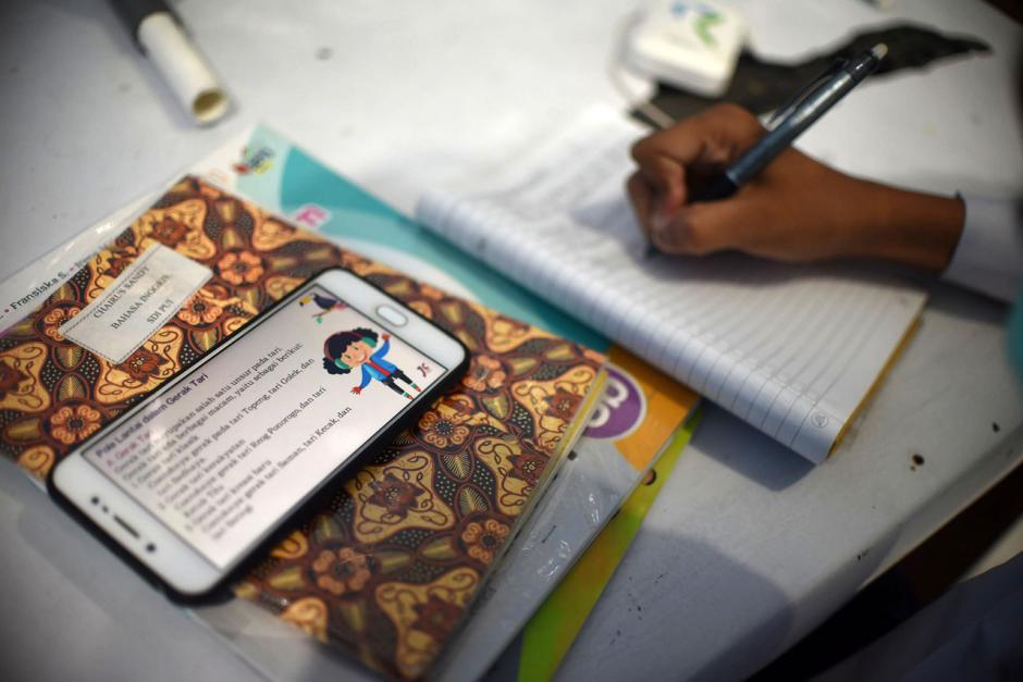 Dampak Pandemi Covid-19, Pelajar Ikuti PJJ di Balai Warga-3