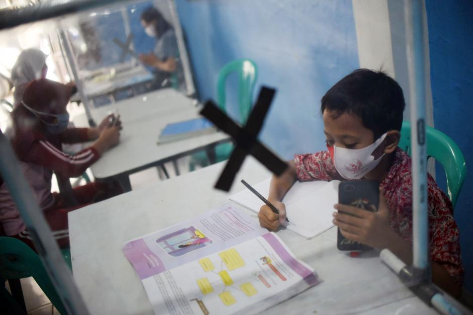 Dampak Pandemi Covid-19, Pelajar Ikuti PJJ di Balai Warga-1