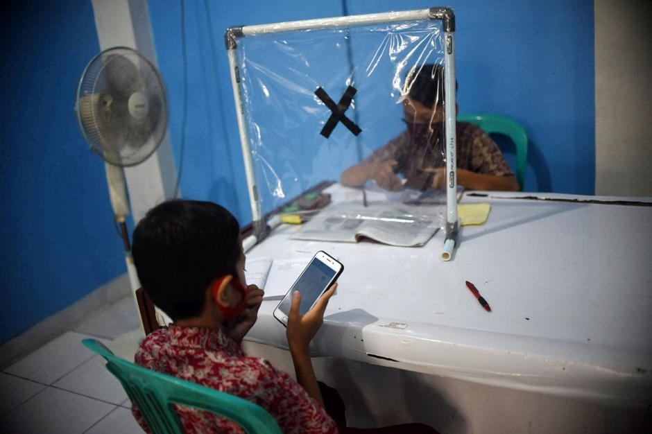 Dampak Pandemi Covid-19, Pelajar Ikuti PJJ di Balai Warga-2