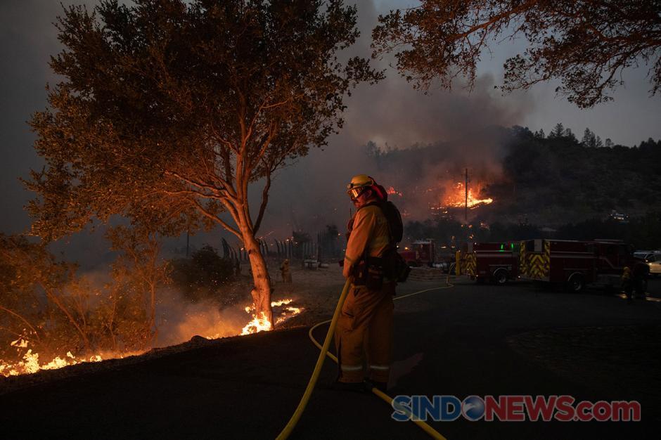 Kebakaran Hebat Kembali Berkobar di California, Hanguskan 1.200 Hektare Lahan-1