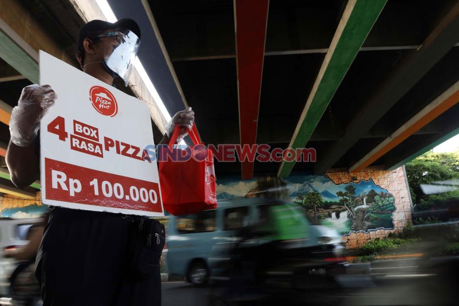 Bertahan di Masa Pandemi, Pizza Hut Jualan di Pinggir Jalan-6