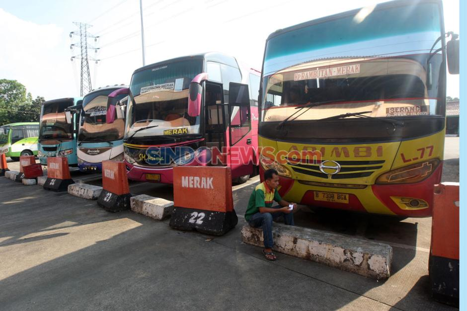 Perpanjangan PSBB, Terminal Kampung Rambutan Kian Sepi Penumpang-2