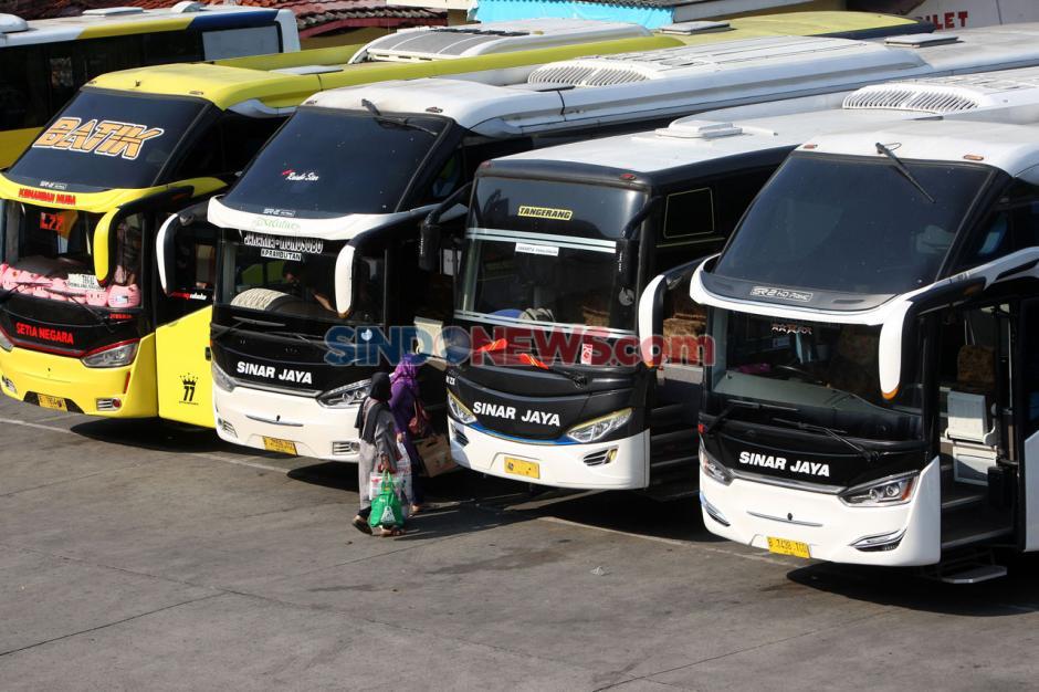 Perpanjangan PSBB, Terminal Kampung Rambutan Kian Sepi Penumpang-5