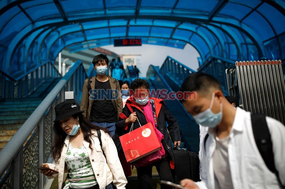 Libur Nasional Setelah Pandemi, Warga Padati Stasiun di China-1