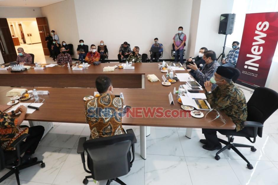 Airlangga Hartarto Dapat Kejutan Kue Ulang Tahun di Penjurian Indonesia Awards 2020-5