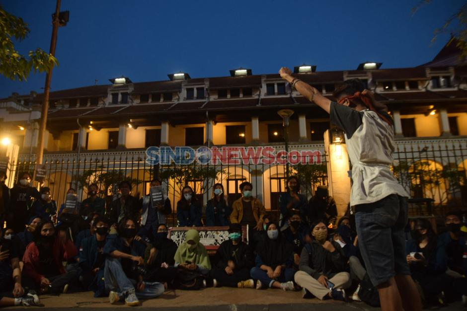 Ratusan Mahasiswa Semarang Gelar Unjuk Rasa di Kawasan Lawang Sewu-2