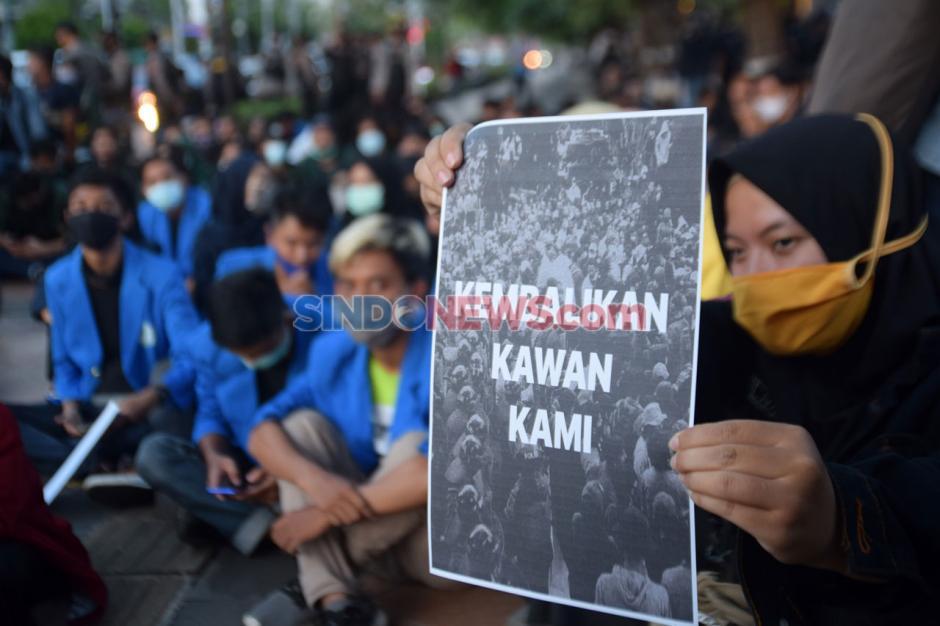 Ratusan Mahasiswa Semarang Gelar Unjuk Rasa di Kawasan Lawang Sewu-4