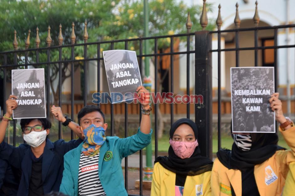 Ratusan Mahasiswa Semarang Gelar Unjuk Rasa di Kawasan Lawang Sewu-0