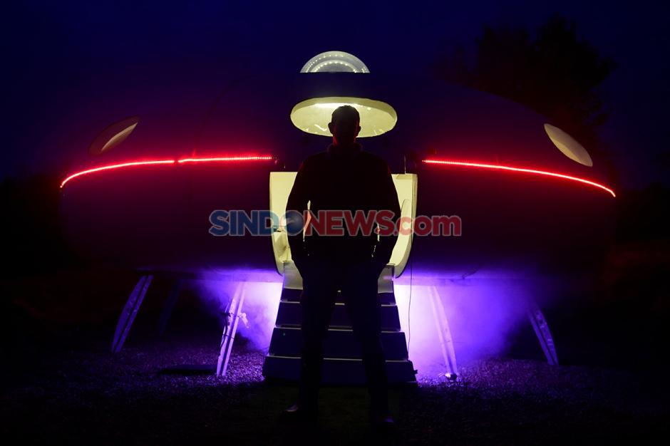 Piring Terbang UFO Mendarat di Perkemahan Apple Inggris-4