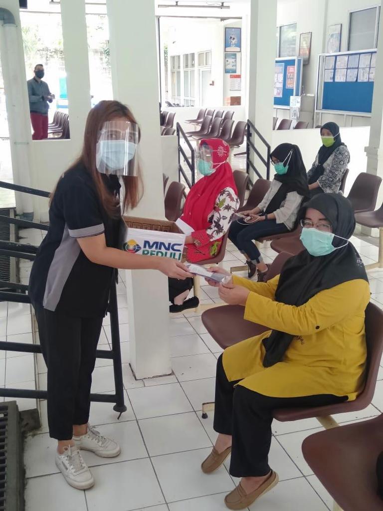 MNC Peduli Salurkan Makan Siang ke Puskesmas Tanah Sereal Bogor-4