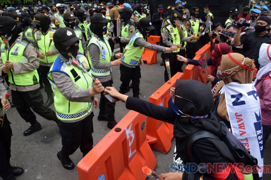 Gubernur Jateng, Kapolda dan Pangdam Temui Buruh Demo Tolak UU Cipta Kerja-3