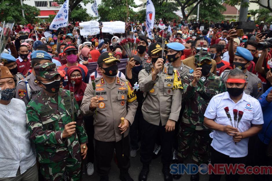 Gubernur Jateng, Kapolda dan Pangdam Temui Buruh Demo Tolak UU Cipta Kerja-2