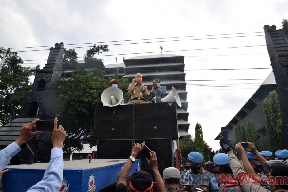 Gubernur Jateng, Kapolda dan Pangdam Temui Buruh Demo Tolak UU Cipta Kerja-0