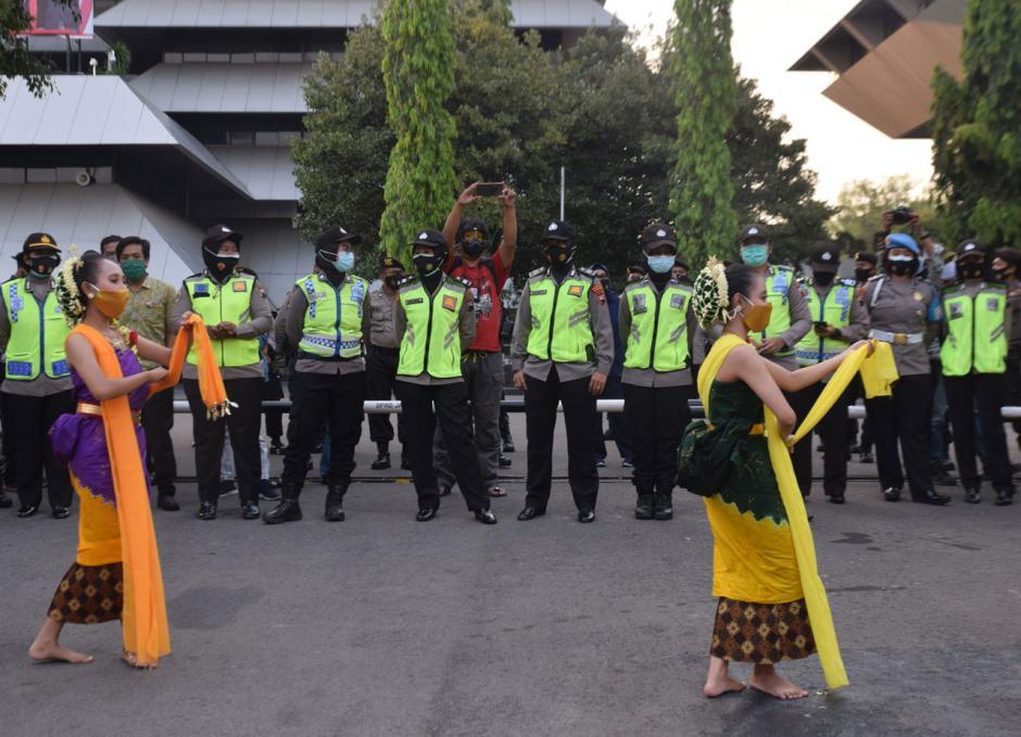 Warga Semarang Gelar Aksi Tolak Demo Anarkis-2
