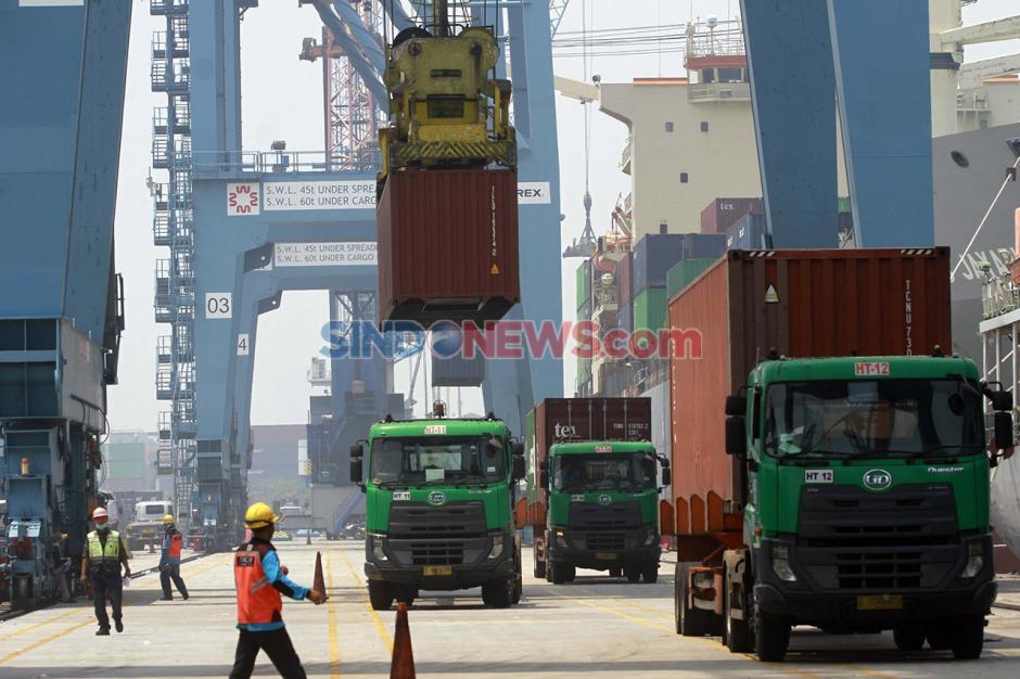 Aktivitas Bongkar Muat di Pelabuhan Tanjung Priok saat Pandemi-0