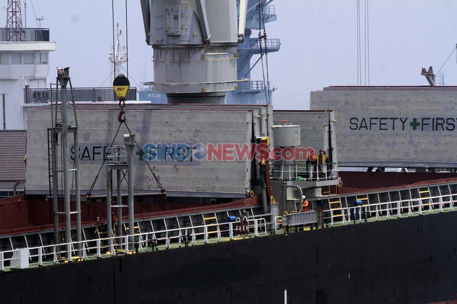 Aktivitas Bongkar Muat di Pelabuhan Tanjung Priok saat Pandemi-2