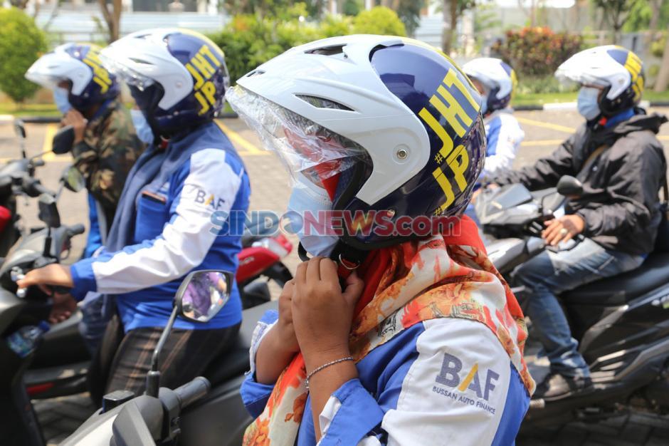 BPJamsostek Serahkan Helm Ber-SNI untuk Peserta Aktif di Madura-4