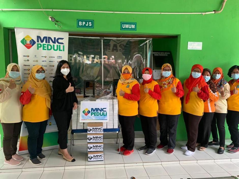 MNC Peduli Salurkan Makan Siang kepada Petugas Puskesmas Bantar Gebang dan Puskesmas Bintara-2