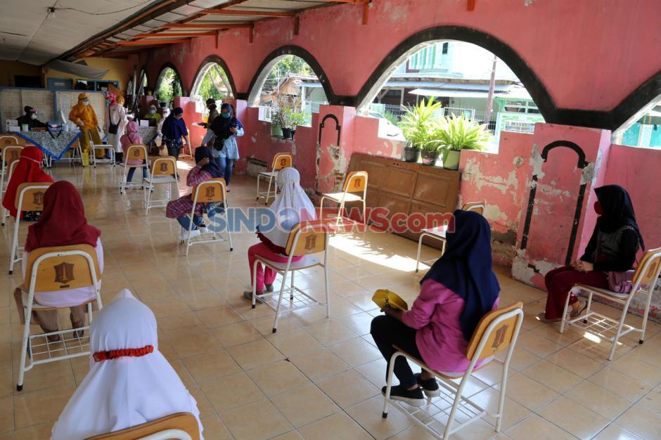 Imunisasi Massal Pelajar Sekolah Dasar di Surabaya Selama Pandemi Covid-19-0