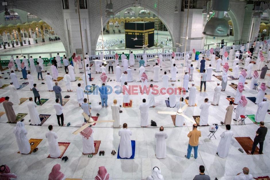 Kembali Dibuka Arab Saudi Izinkan Warga Sholat di Masjidil Haram-0