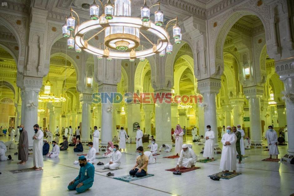 Kembali Dibuka Arab Saudi Izinkan Warga Sholat di Masjidil Haram-4