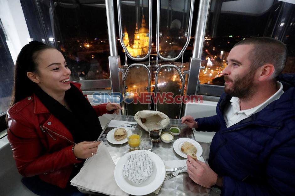 Menikmati Makan Malam Romantis di Budapest Eye Hungaria-0