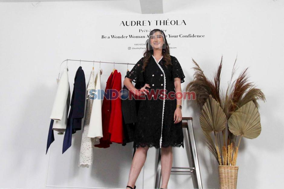 Bertema Wonder Woman, Audrey Theola Gelar Fashion Show Virtual-2