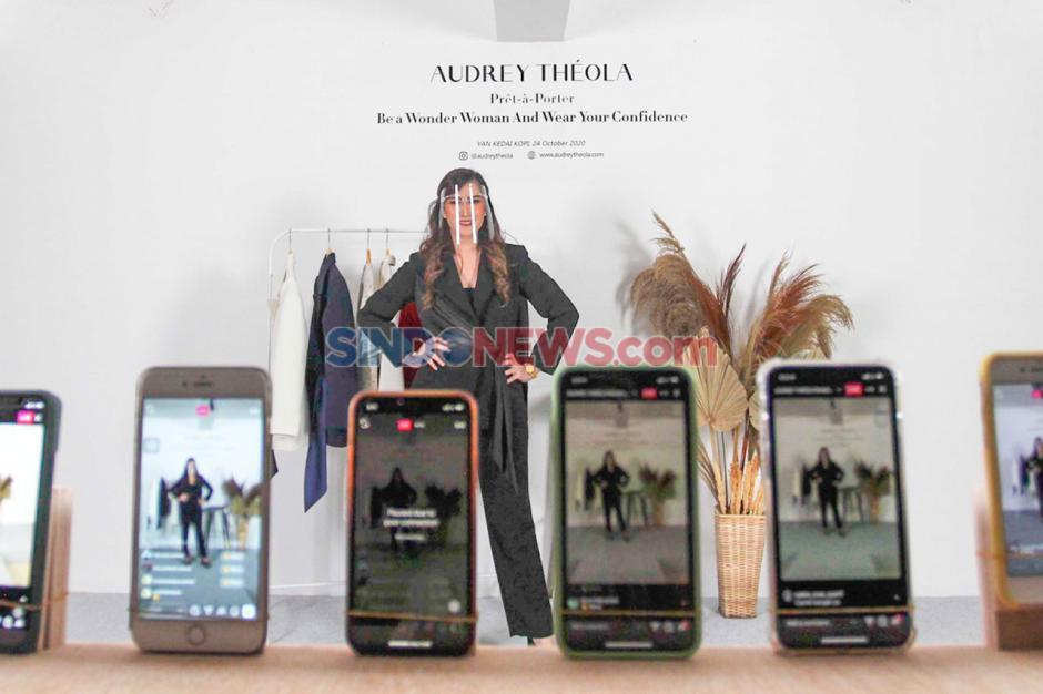 Bertema Wonder Woman, Audrey Theola Gelar Fashion Show Virtual-4