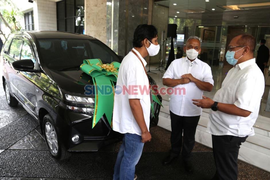 Raih Paritrana Award, BPJamsostek Serahkan 1 Unit Mobil Kepada Pelindo III-2