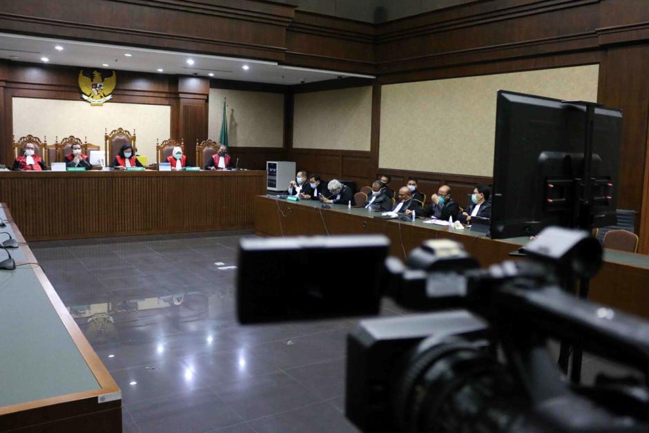 Terbukti Korupsi, Benny Tjokro dan Heru Hidayat Dijatuhi Hukuman Seumur Hidup-4