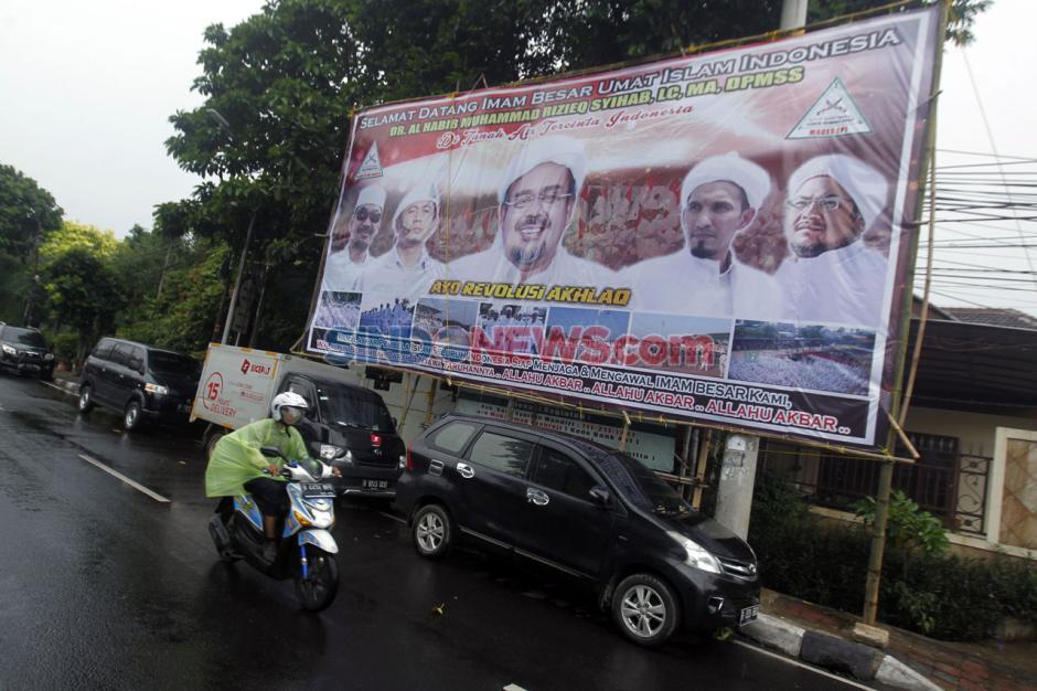 Baliho Raksasa Sambut Agenda Kepulangan Habib Rizieq-0